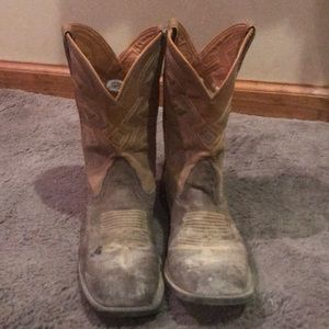 Cowboy boots for kiddos size 4.5. Nocona Boots